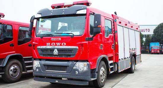 重汽豪沃5吨水罐消防车图片
