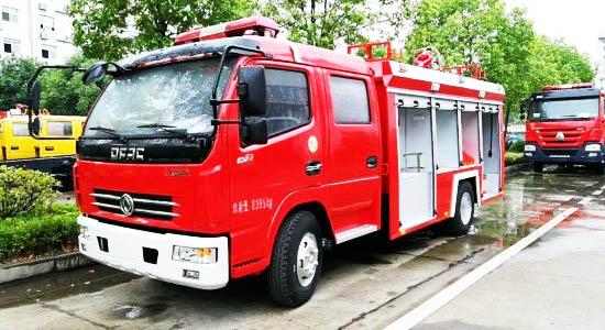 东风3吨水罐消防车图片
