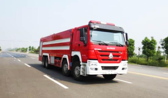 重汽豪沃25吨水罐消防车