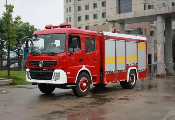 重汽豪沃8吨水罐消防车图片