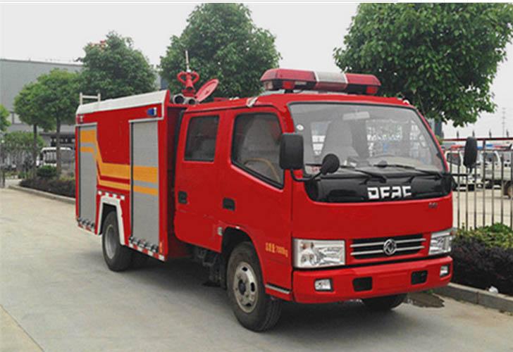 东风锐玲3吨水罐消防车