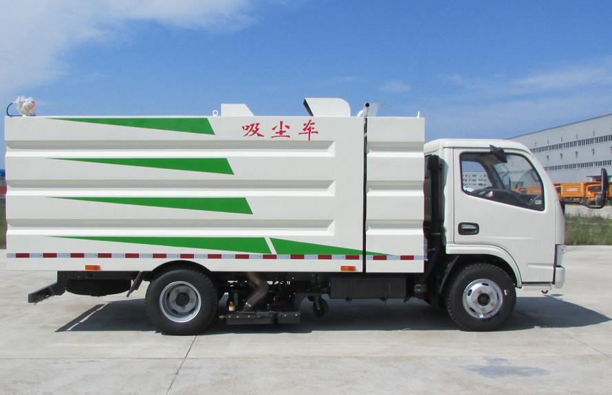 东风多利卡5吨吸尘车
