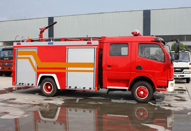 黑龙江甘南喜添两辆斯太尔王水罐消防车
