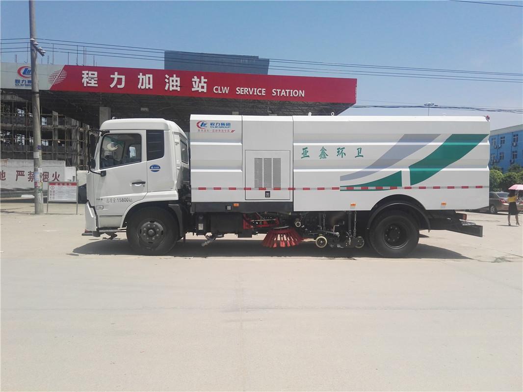 东风天锦12吨扫路车