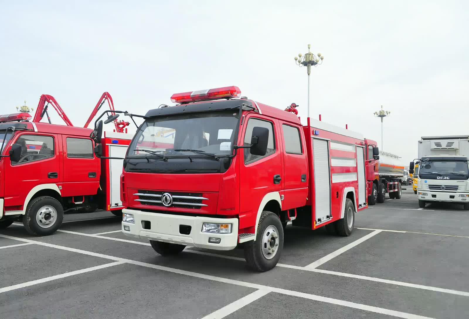 东风多利卡消防车视频