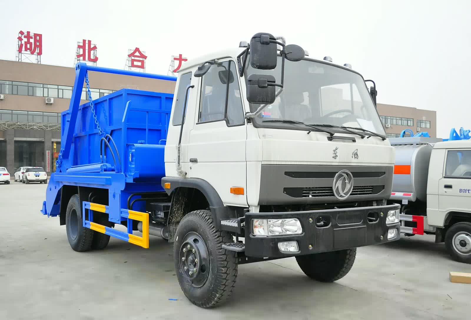 东风145摆臂式垃圾车视频
