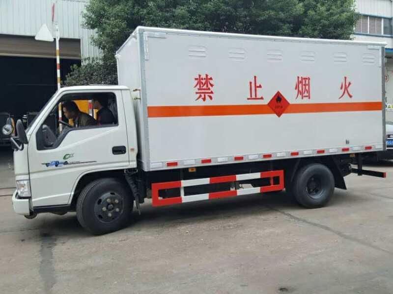 江铃4.1米爆破器材运输车