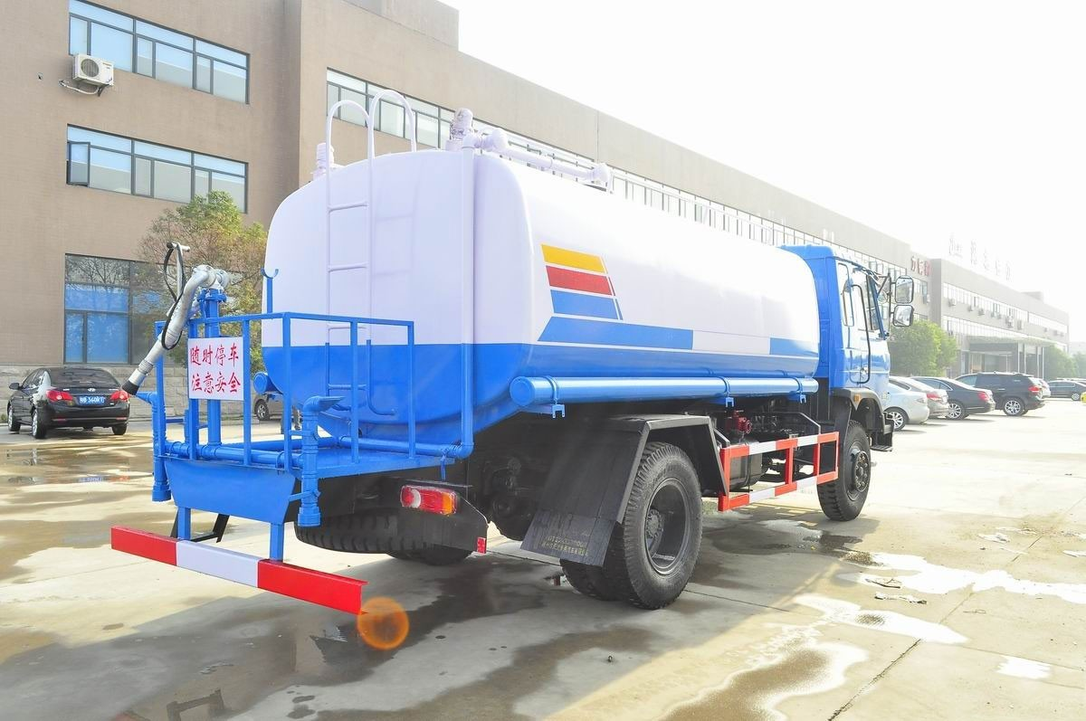 12吨东风T3  145洒水车图片