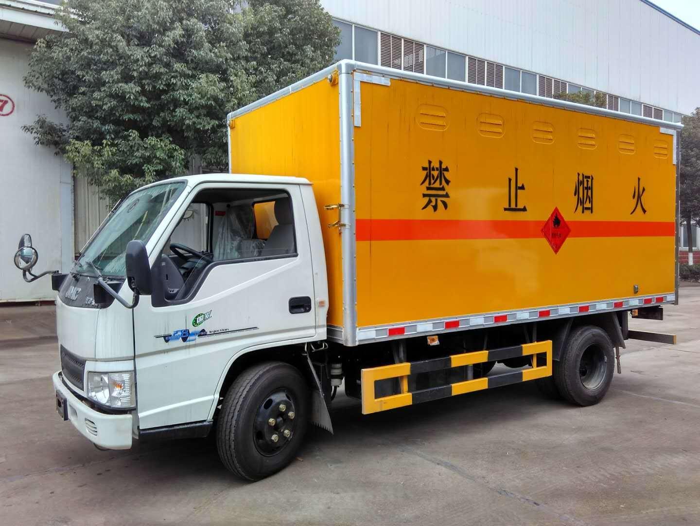 易燃液体运输车