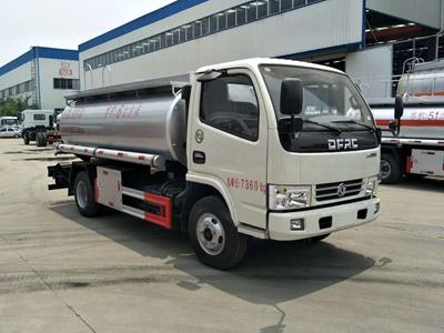 东风多利卡5吨普货加油车