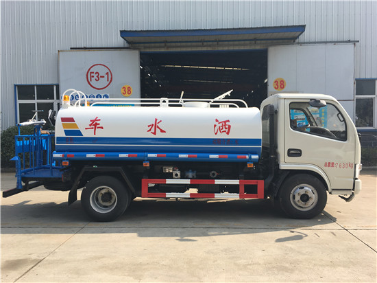 东风小多利卡5吨洒水车