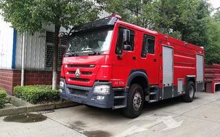 重汽豪沃水罐消防车图片