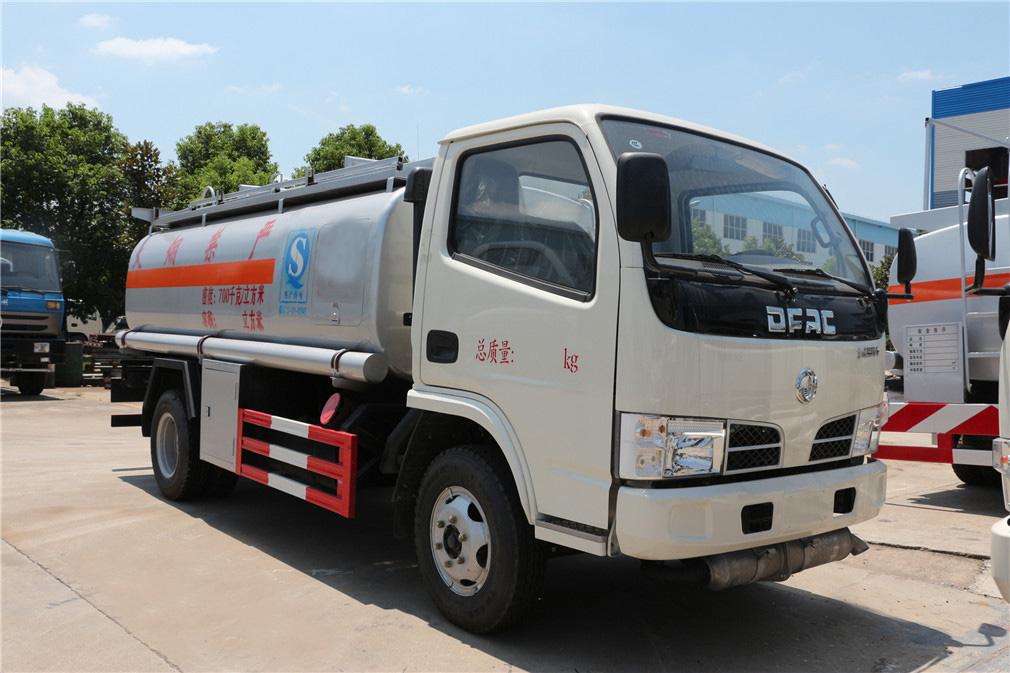 东风小多利卡(5方)加油车