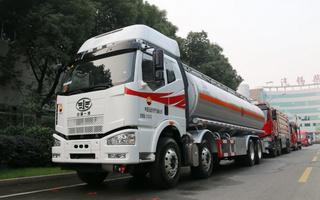 一汽解放25吨油罐车图片