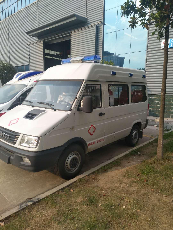 NJK5040XJHS型救护车