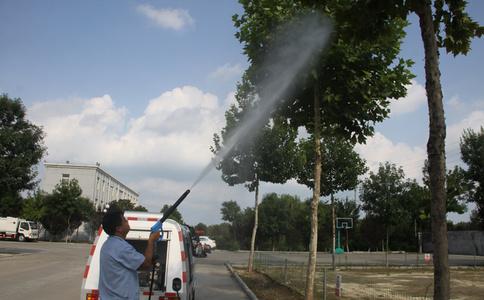 高压清洗车水枪作业视频