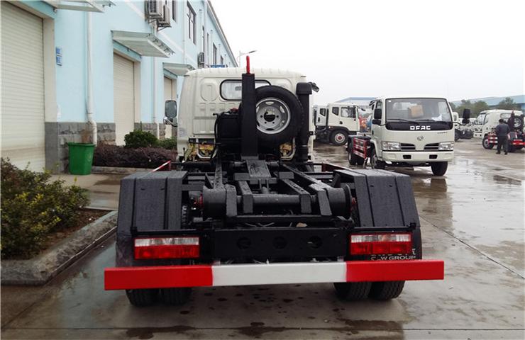 东风小多利卡(5方)车厢可卸式垃圾车