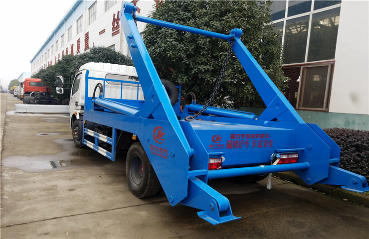 东风大多利卡(8方)摆臂式垃圾车图片