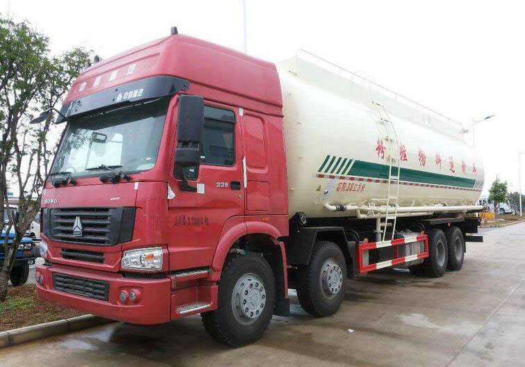 中国重汽前四后八低密度粉粒物料运输车