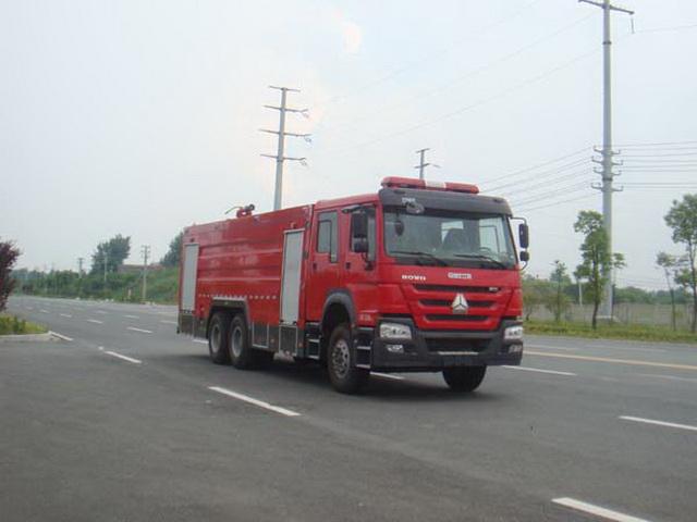 重汽后八轮水罐消防车