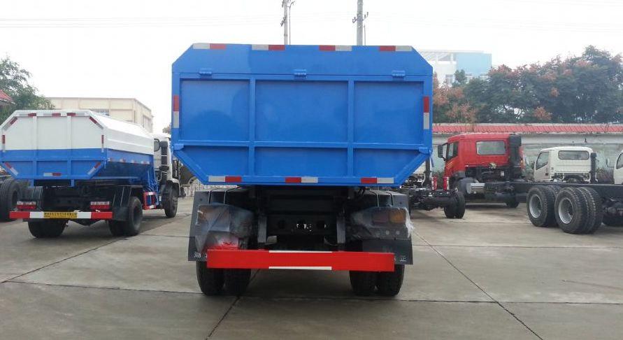 東風153自裝卸式垃圾車