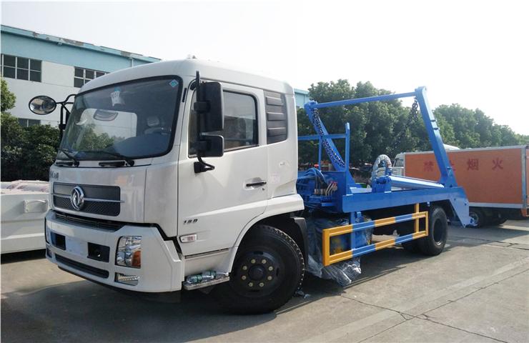 东风天锦(12方)摆臂式垃圾车
