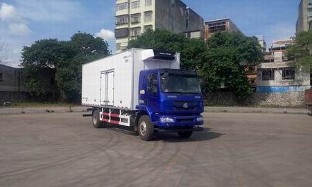 東風柳汽乘龍廂長7.5/8.2米國五冷藏車