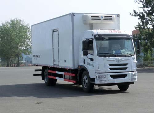 解放龙V国五厢长7.6米冷藏车