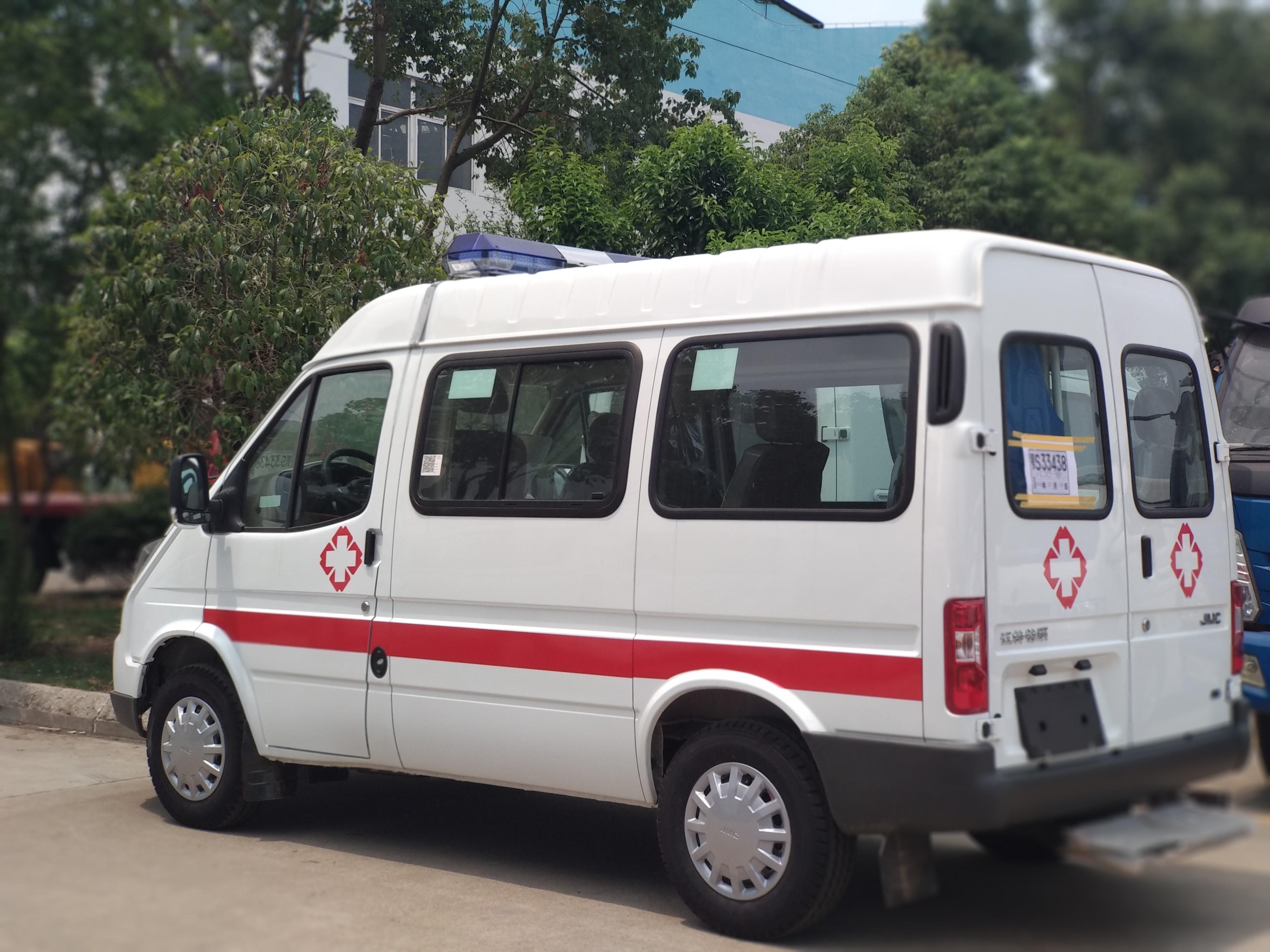SZD5038XJH5JQ汽油版短轴救护车厂家