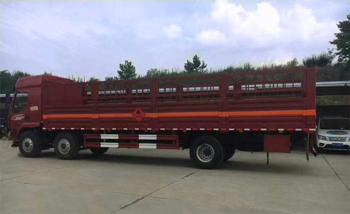 柳汽乘龙9.55米仓栏式气瓶运输车载重15吨图片