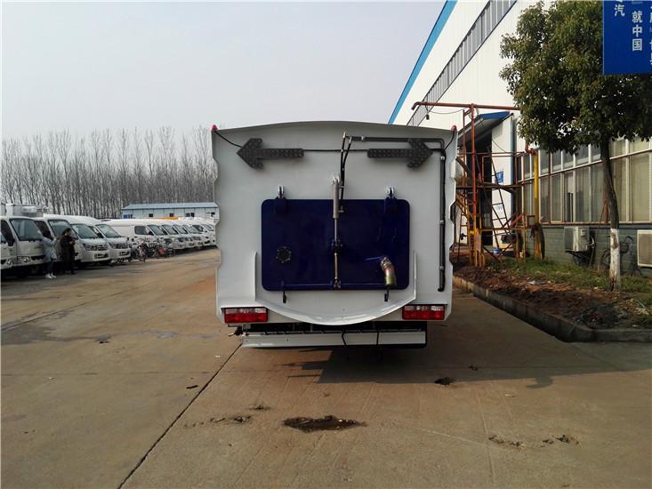 东风多利卡8吨扫路车