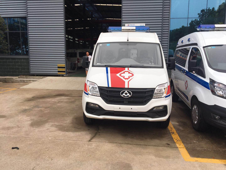 上汽大通短轴中顶运输型柴油版救护车