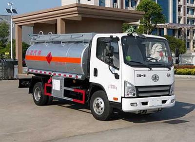 解放5吨加油车