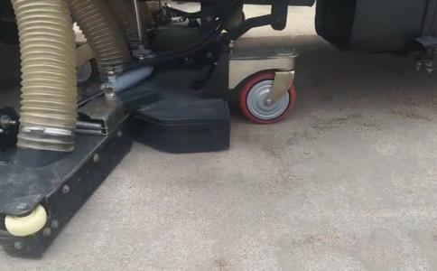 宏宇吸尘车吸尘效果高清视频