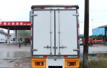 庆铃双排3.2米小型冷藏车
