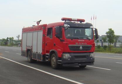 重汽豪沃5吨泡沫消防车