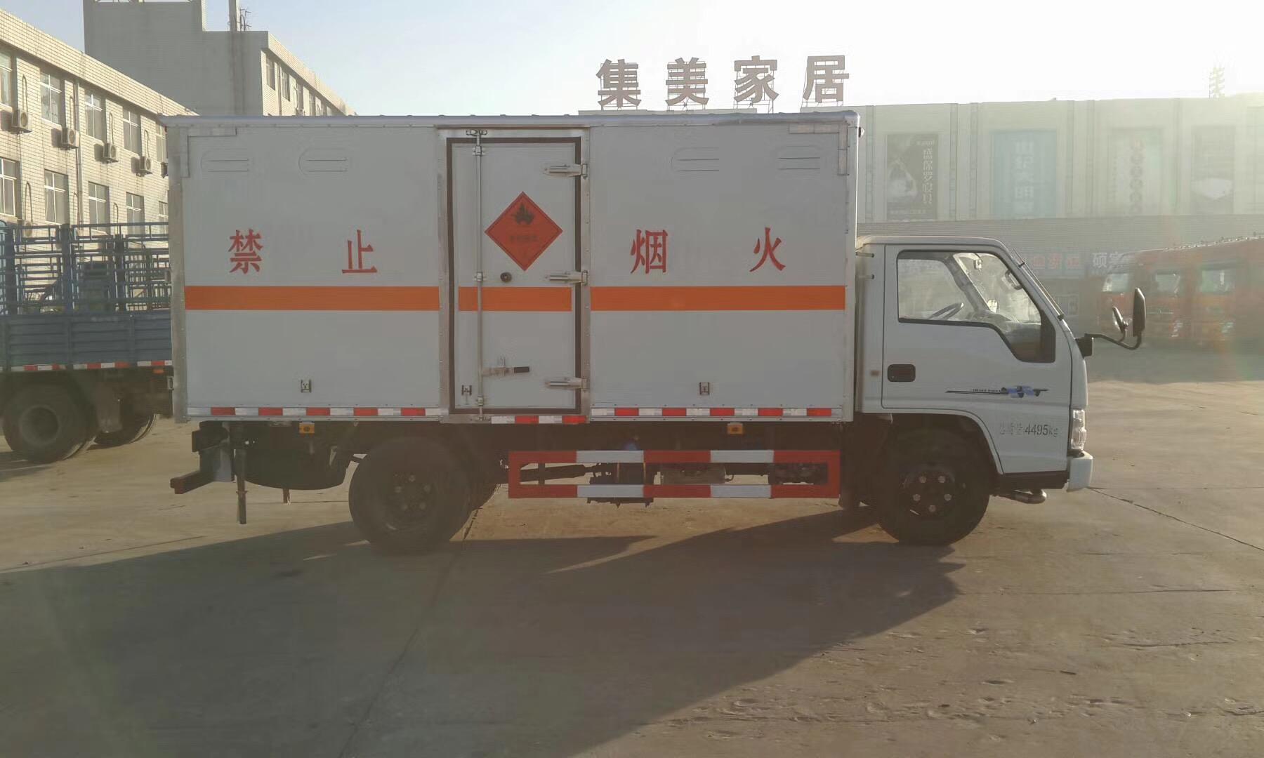 蓝牌江铃易燃气体厢式运输车