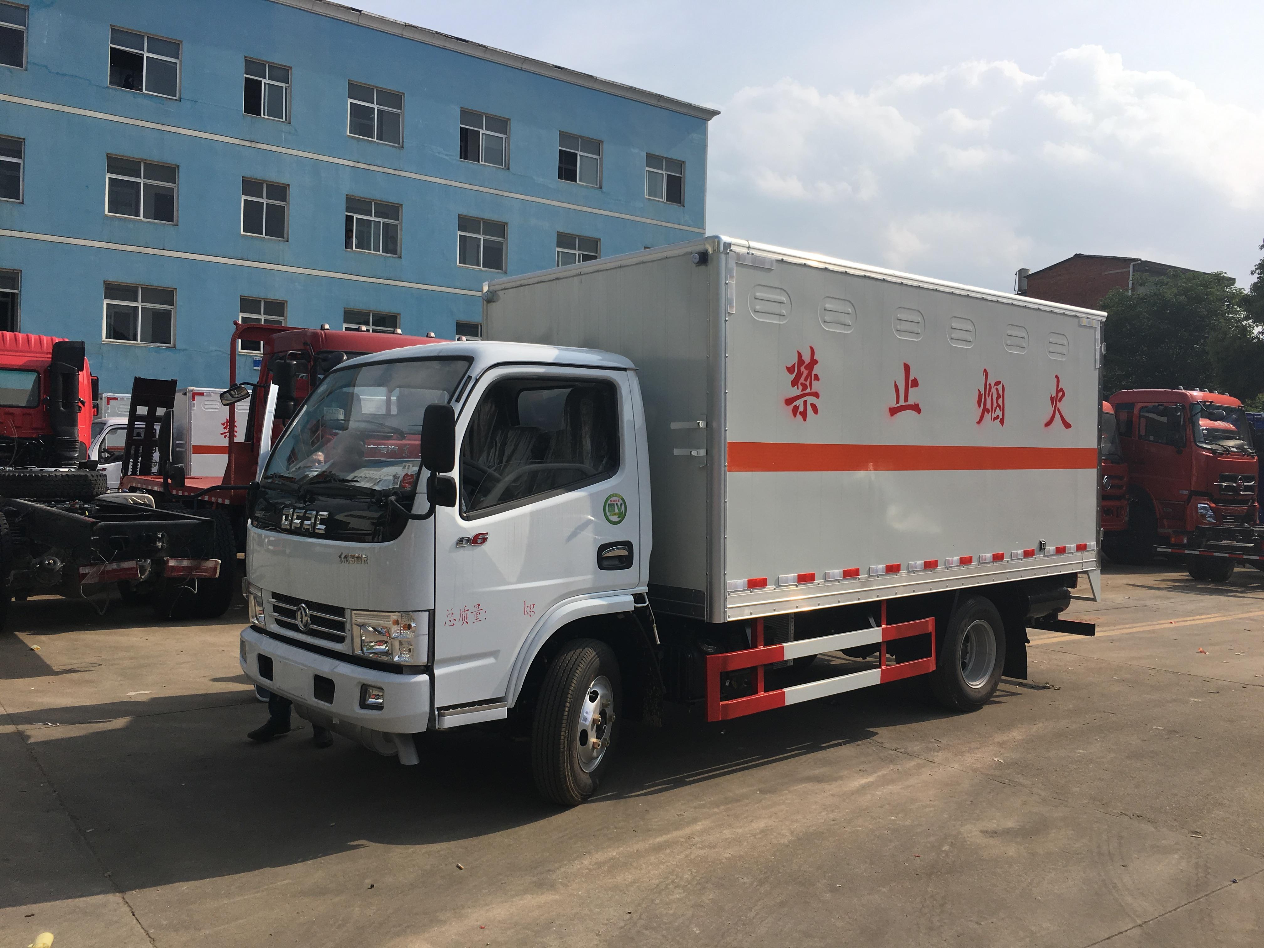 蓝牌东风小多利卡易燃气体厢式运输车