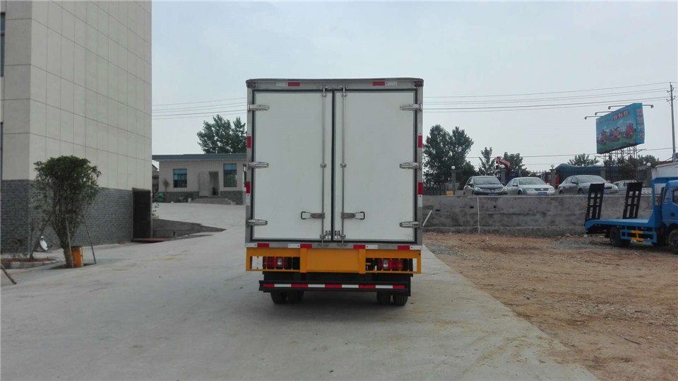 重汽豪沃G5X厢长6.6米冷藏车