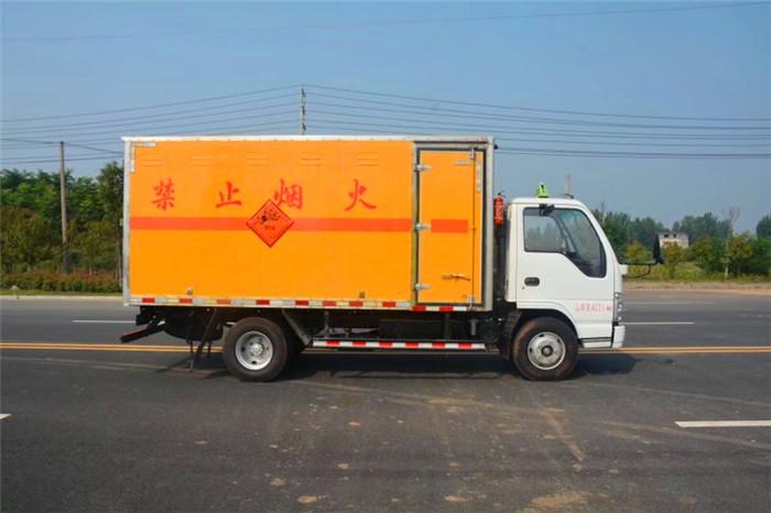 国五1.4吨五十铃民爆运输车
