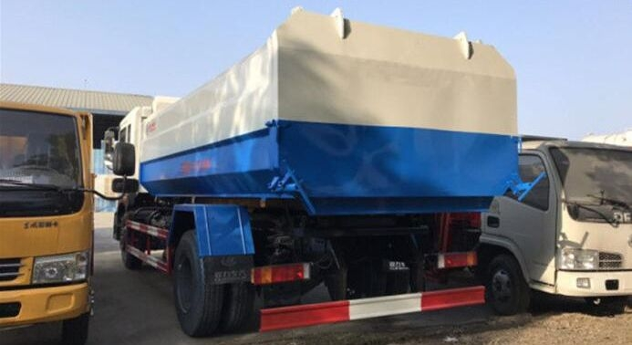 10方东风D9挂桶垃圾车图片