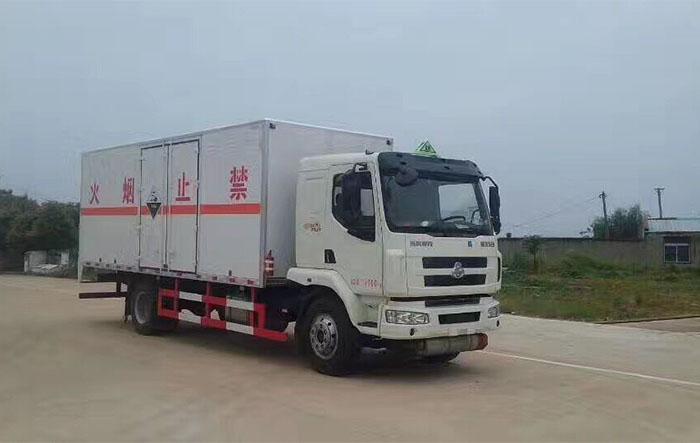 柳汽9.9吨民爆运输车6.6米