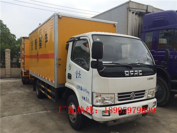东风多利卡1.0吨小型蓝牌爆破器材运输车