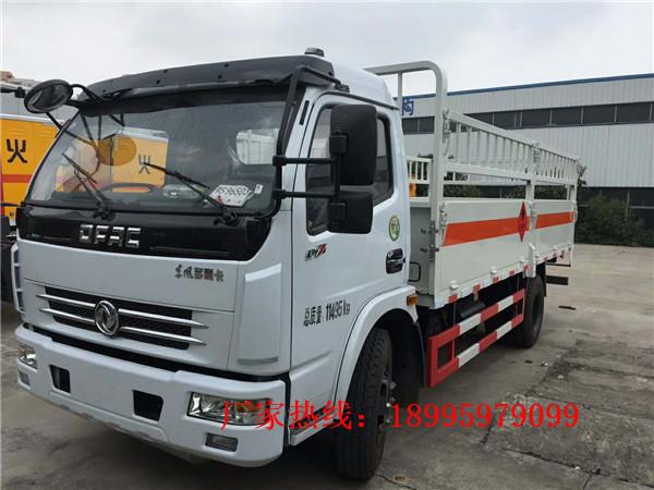 东风多利卡7吨(5米1)气瓶运输车