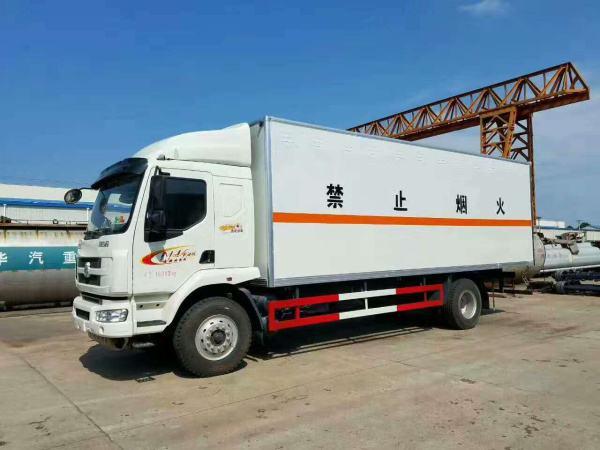 柳汽乘龙14吨大型易燃气体厢式运输车