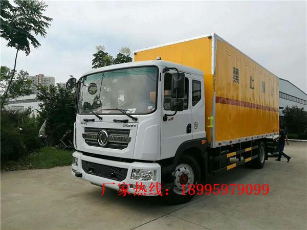 东风多利卡11.5吨易燃气体厢式运输车