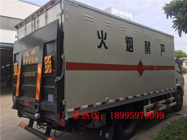 东风多利卡6.7吨易燃气体厢式运输车