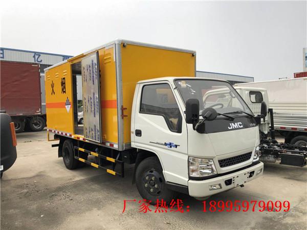 江铃新顺达2.7吨易燃气体厢式运输车