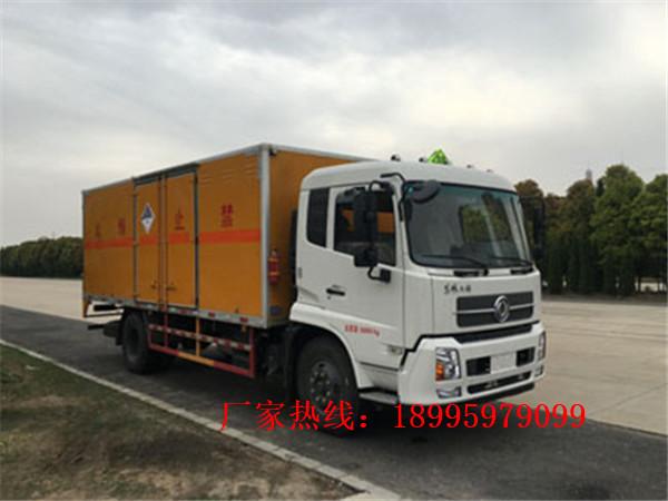 东风天锦8.5吨易燃液体厢式运输车
