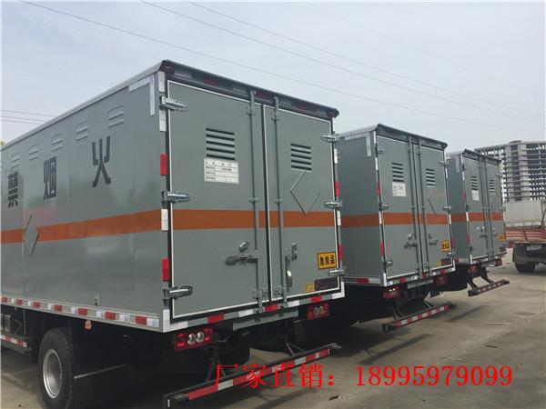 福田歐馬可7噸易燃液體廂式運輸車